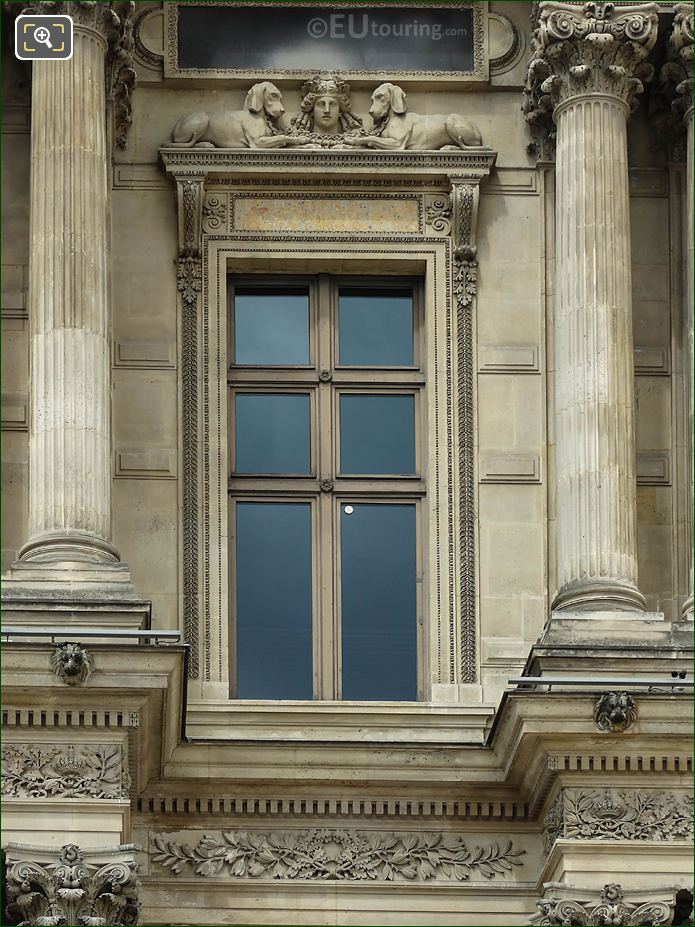 South Facade Window Pavillon Richelieu Diane Avec Chiens