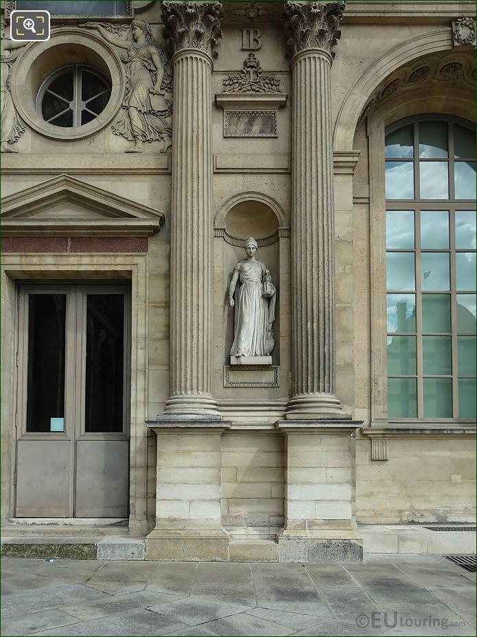 West Facade Aile Est Archeologie Statue