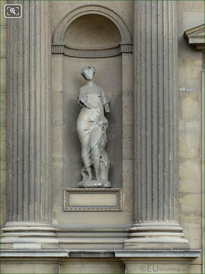 Nymphe Statue Aile Est Musee Du Louvre