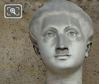 La Peinture Statue By Jean Turcan
