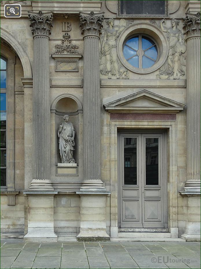 North Facade Aile Sud Reconnaissance Statue