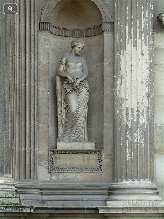 Couronne De Fleurs Statue Aile Sud Musee Du Louvre