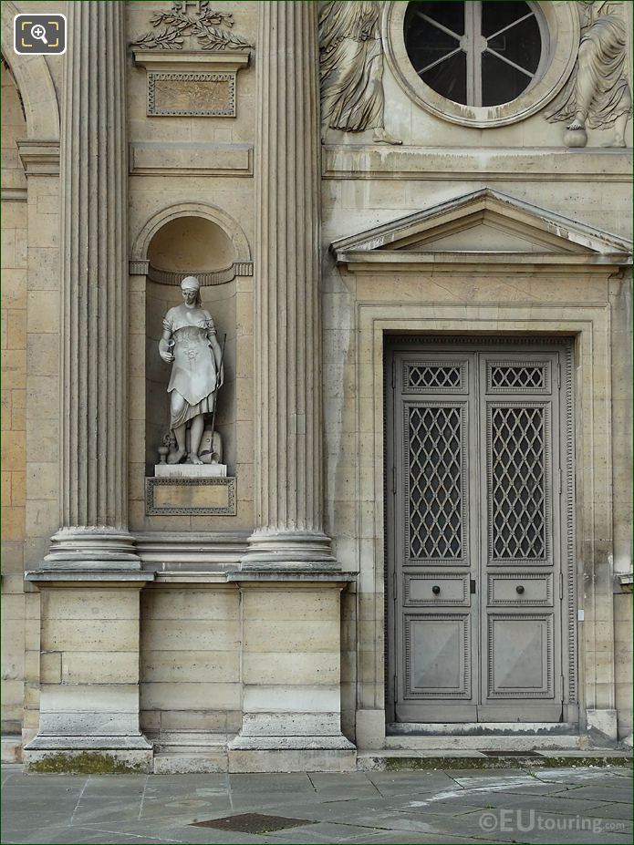 North Facade Aile Sud With La Verrerie Statue