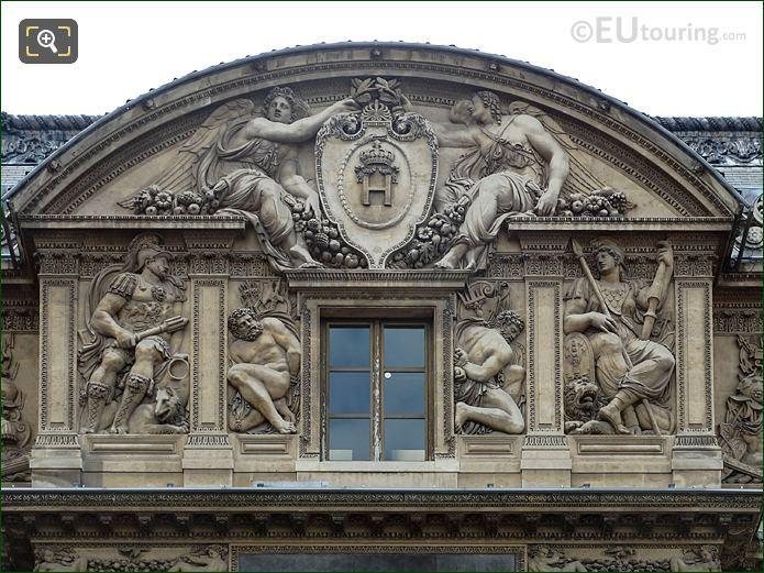 Deux Victoires Couronnant Le Chiffre Du Roi Sculpture Aile Lescot