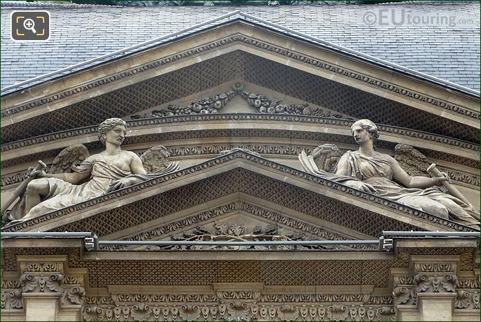 LHS Renommee Statue Pavillon De l'Horloge Musee Du Louvre