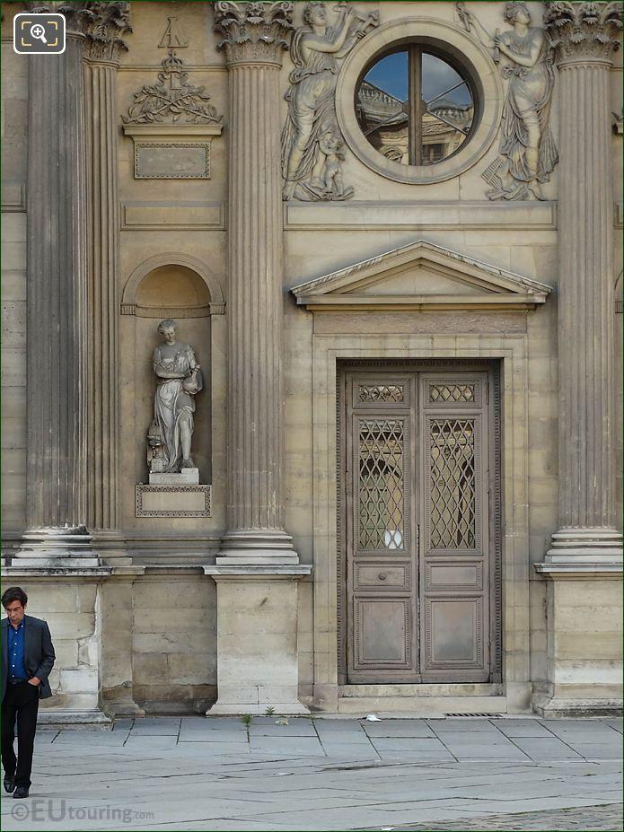 East Facade Aile Lemercier With L'Orfevrerie Statue