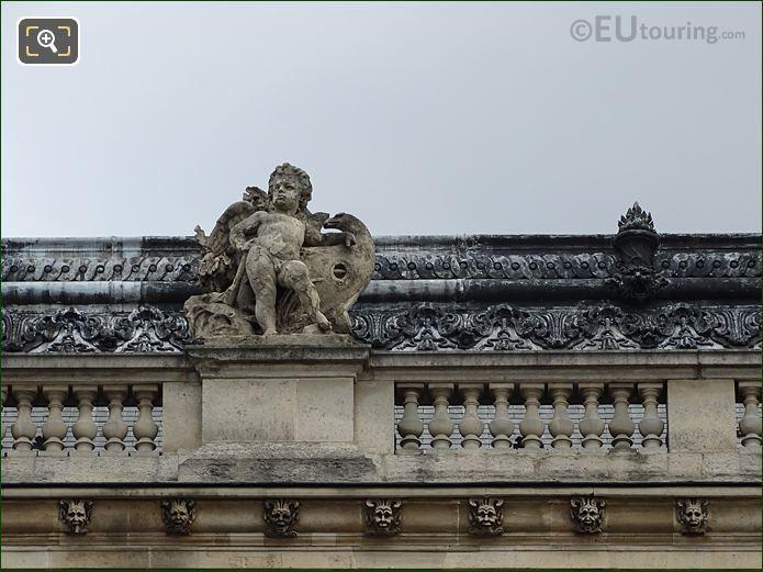 Aile Henri IV With Le Bois Statue