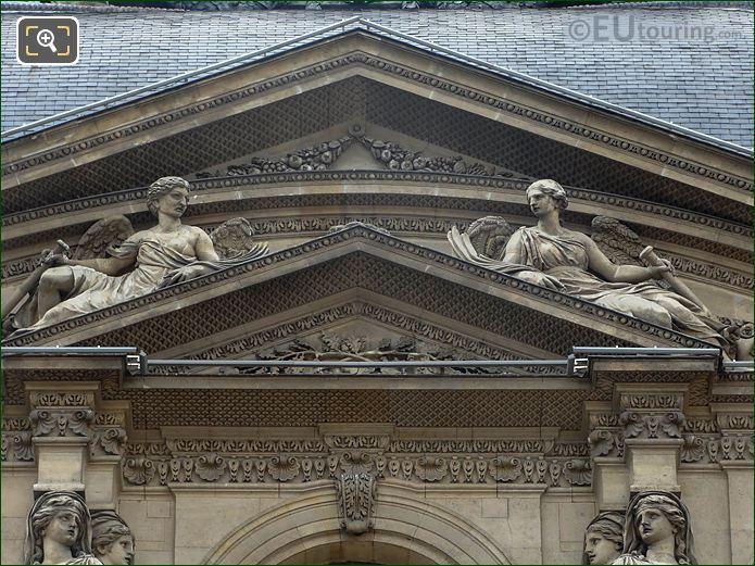 RHS Renommee Statue Pavillon De l'Horloge Musee Du Louvre