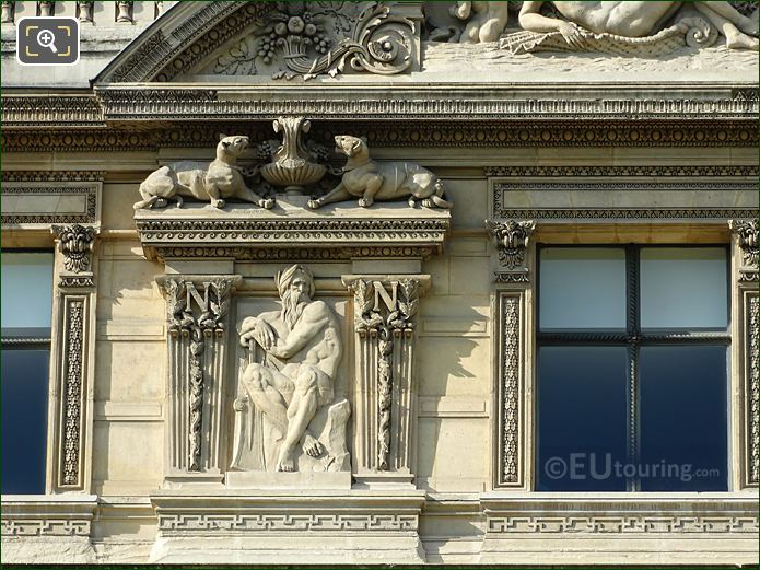 Fifth Window Left Hand Side Fleuves Sculpture On Aile De Flore