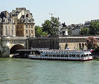 Sightseeing Boat Cruise With Vedettes Pont-Neuf
