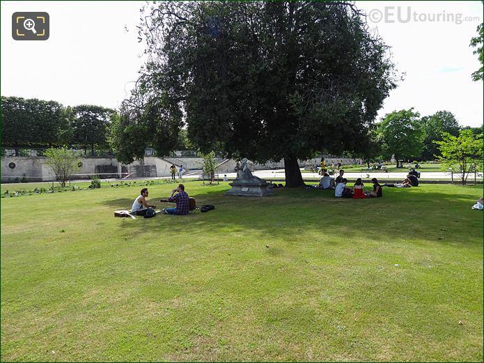 Petit Reserve Sud In Jardin Des Tuileries Looking South West