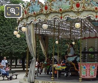 Grand Couvert Merry-go-round Jardin Des Tuileries