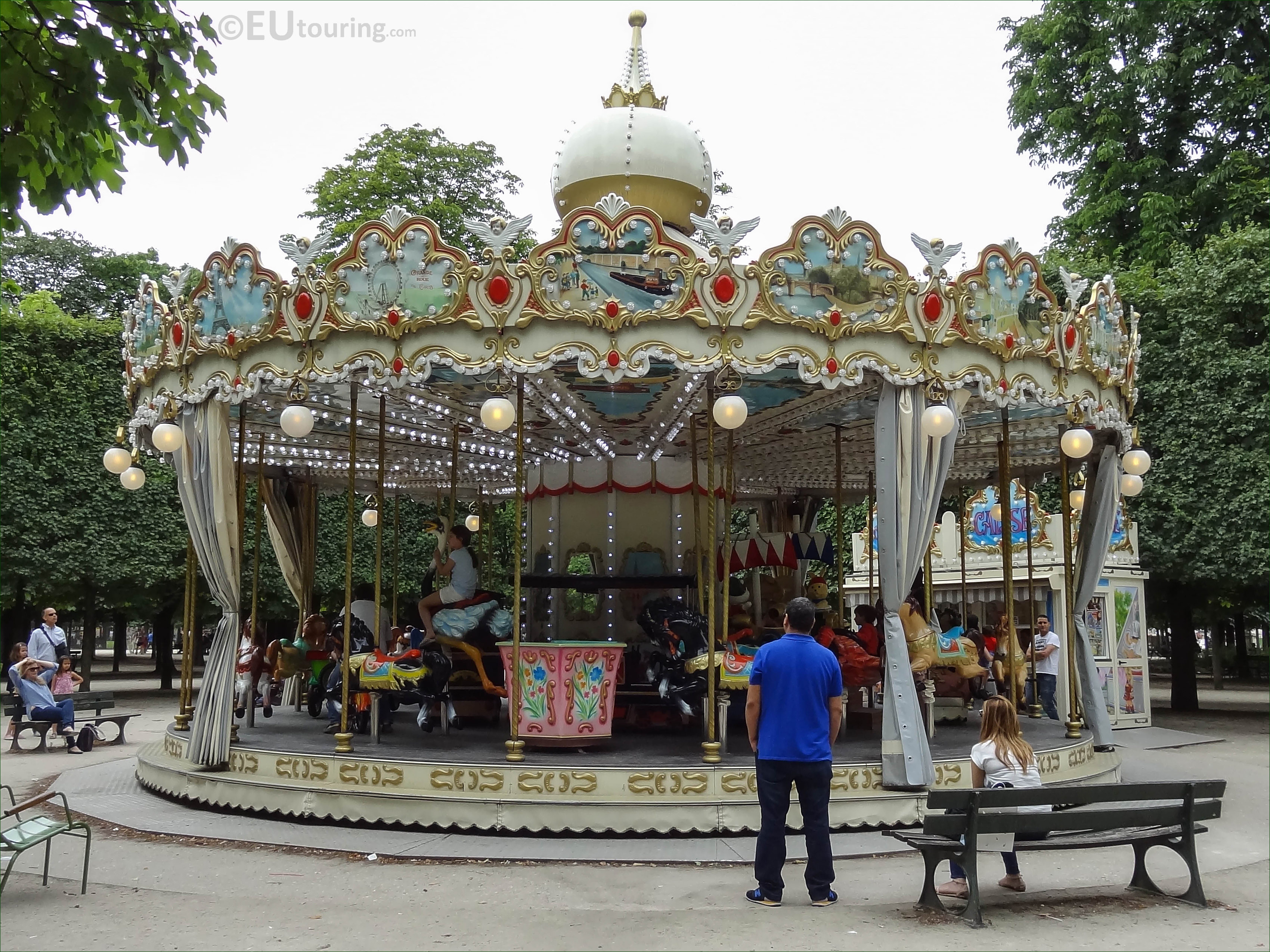 Traditional merry go round in jardin des tuileries page 48 for Jardin jardin tuileries