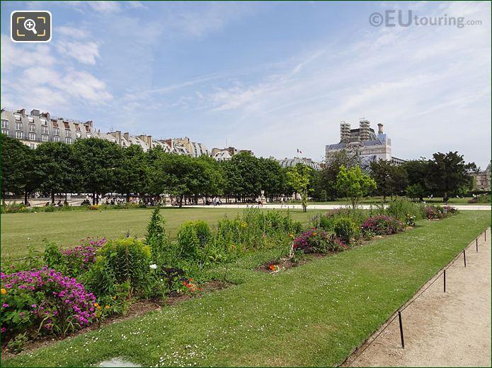 Carre De Fer Nord Garden In Jardin Des Tuileries Looking East