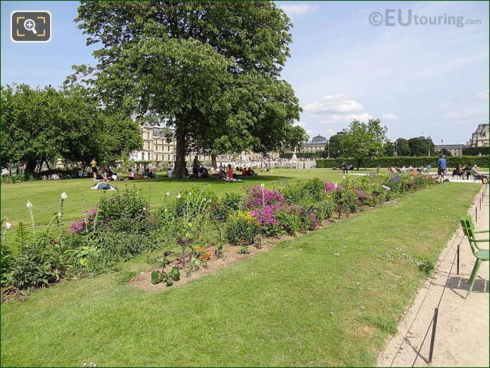 Demi-lune Reserve Sud In Jardin Des Tuileries Looking East