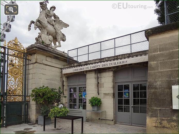Librairie Du Jardin Des Tuileries Looking N