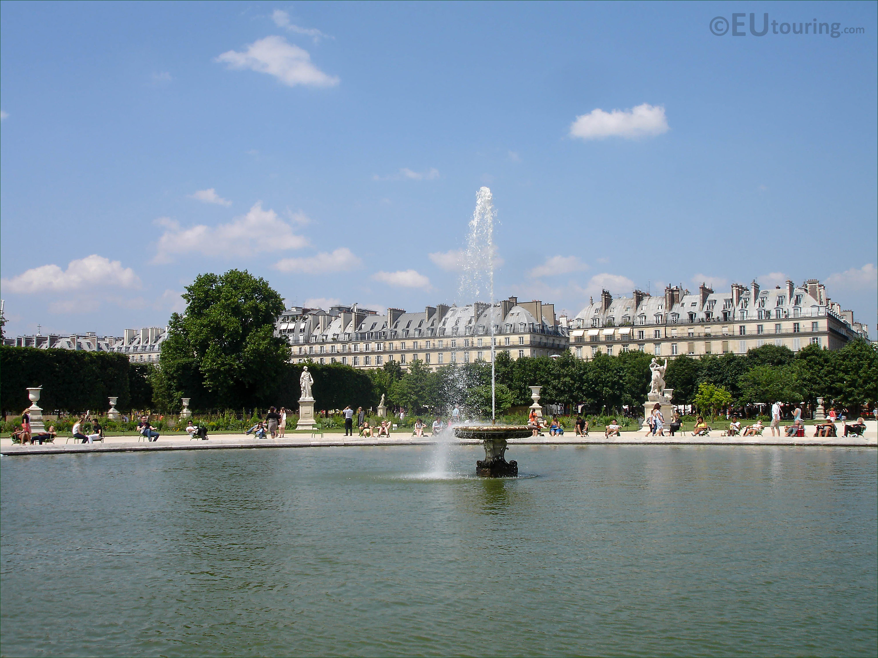 Grand bassin rond water fountain in jardin des tuileries looking n page 41 - Grand bassin de jardin ...