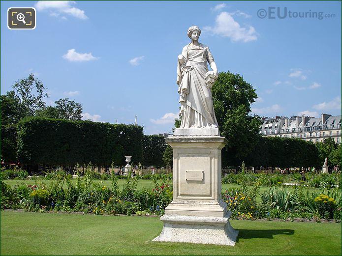 La Comedie Demi-lune Carre Nord Area Jardin Tuileries NW