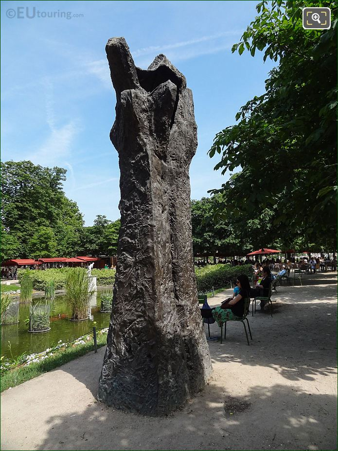 Exedra Nord And Manus Ultimus Sculpture In Jardin Des Tuileries Looking East