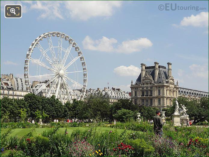 Demi-lune Carre Nord In Jardin Tuileries NE View