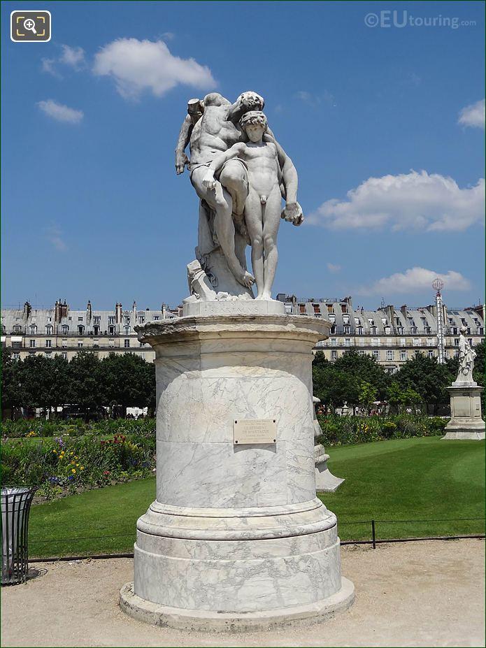 NE Spartacus Statue Demi-lune Carre De Fer Nord