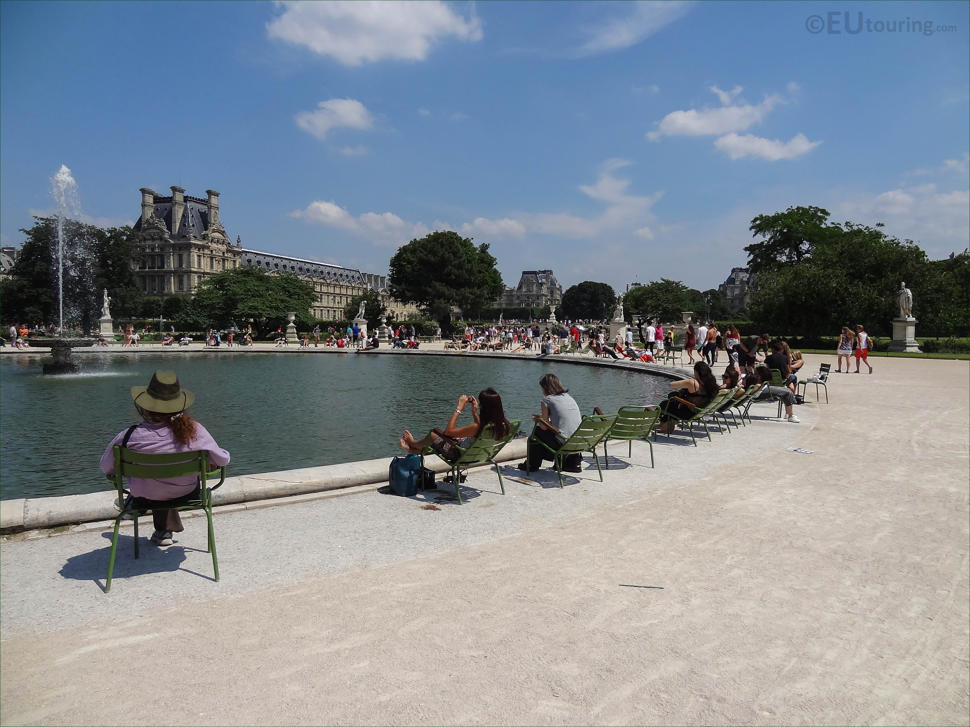 Grand Bassin Rond water feature in Jardin des Tuileries - Page 46