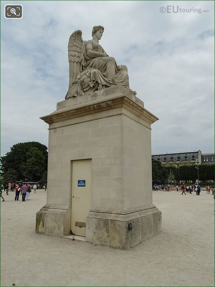 L'Histoire Statue Tuileries Gardens Looking NNW
