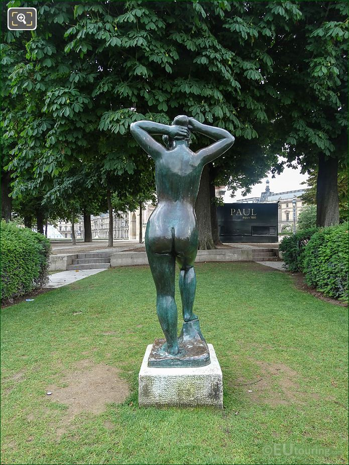 Baigneuse Se Coiffant Statue In Tuileries Gardens Looking South, South East