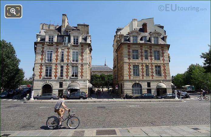 Velib Bike On The Pont Neuf